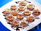 Рецепта Домашни шоколадови сладки с топинг